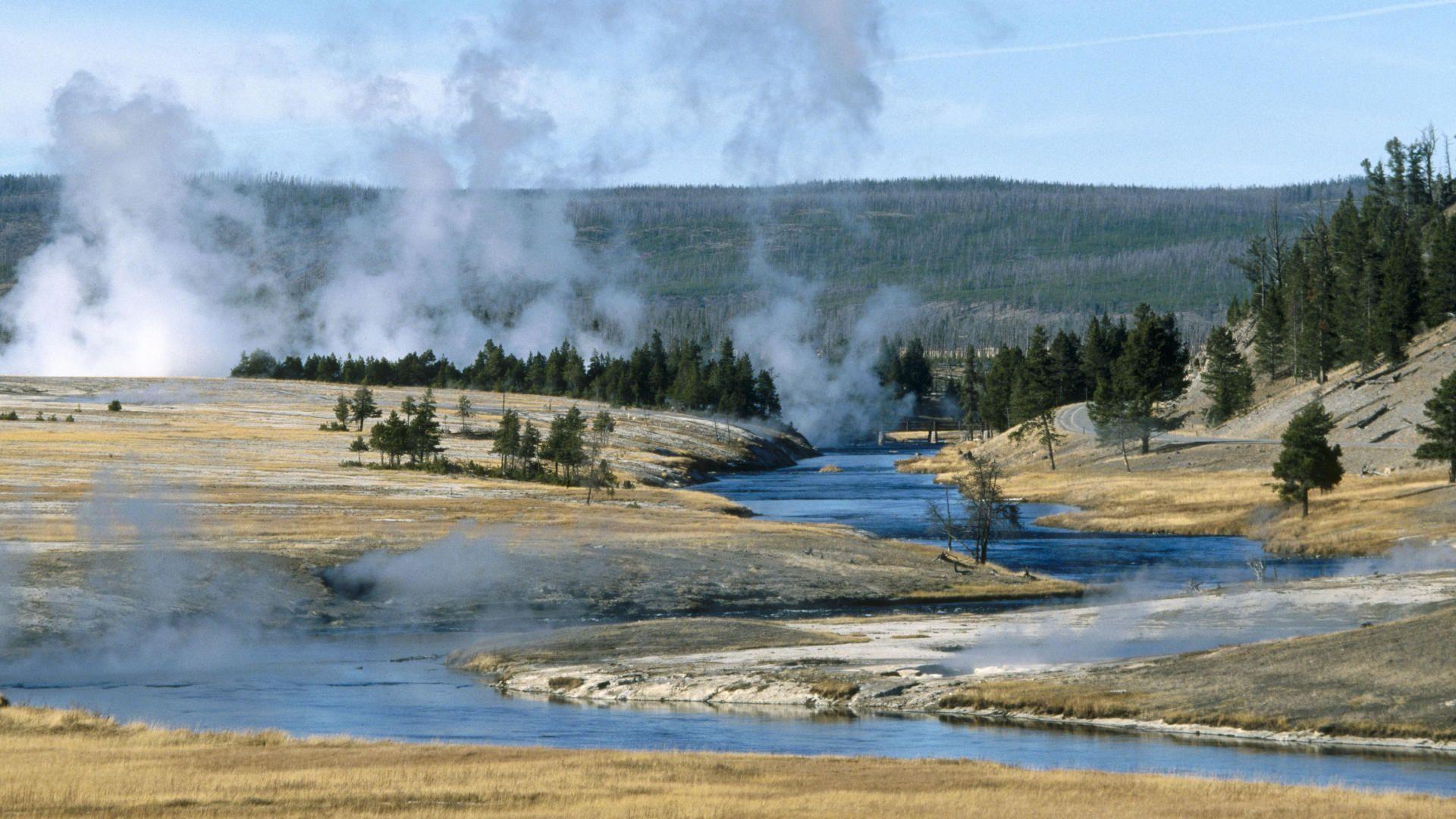В американском национальном парке Йеллоустон турист растворился в кислоте