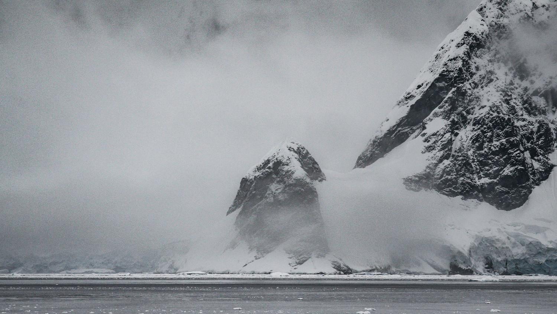 В Антарктиду влетела невероятно мощная частица антивещества