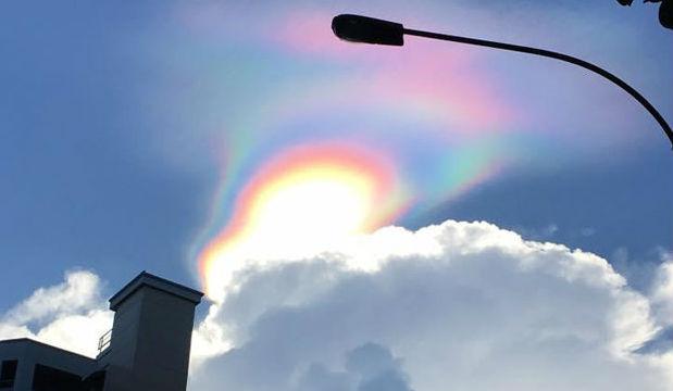 Светящийся радужный шар в небе испугал жителей Сингапура