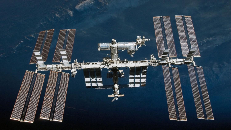 На камеры МКС попал гигантский корабль инопланетян