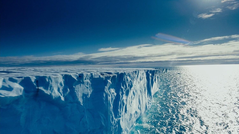 В Антарктиде начал движение гигантский ледник