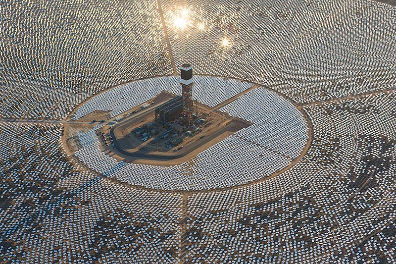 Крупнейшая в мире солнечная электростанция (10 фото)