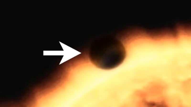 Возле Солнца появился гигантский сферический объект