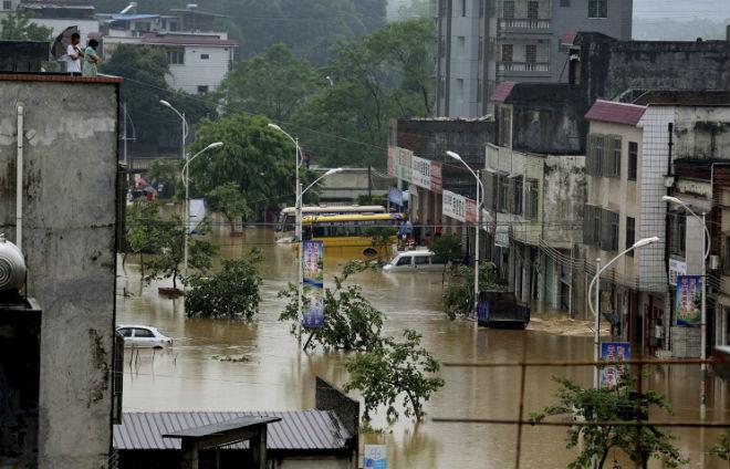 В китайской провинции Хунань от наводнения пострадали 375 тысяч человек