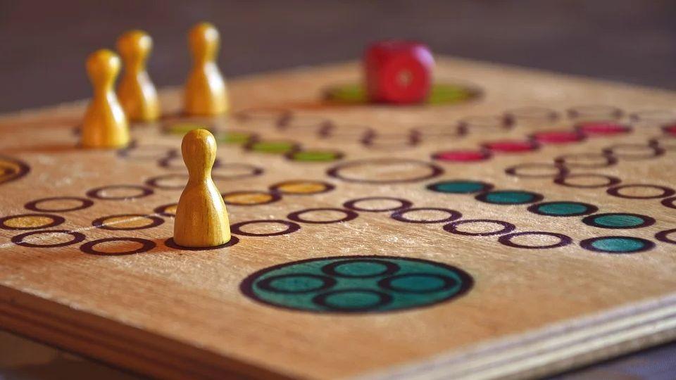 Популярные и веселые настольные игры на все случаи жизни