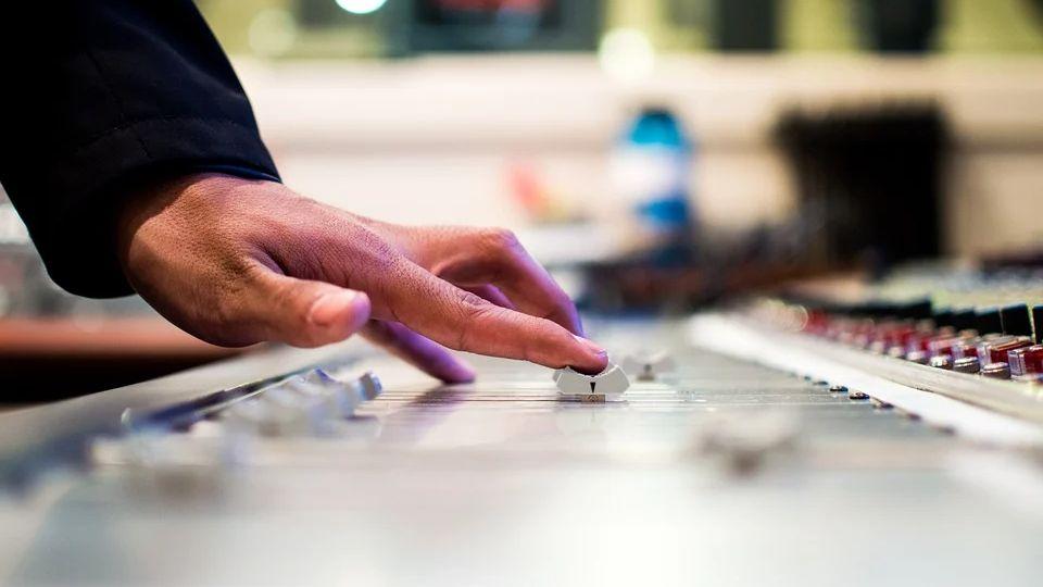 Что хорошему музыкальному продюсеру просто необходимо