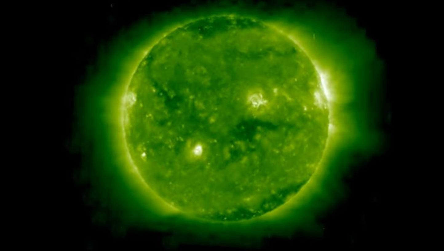 Специалисты засекли, как возле Солнца пролетели несколько НЛО
