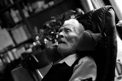 Скончался самый старый мужчина в мире
