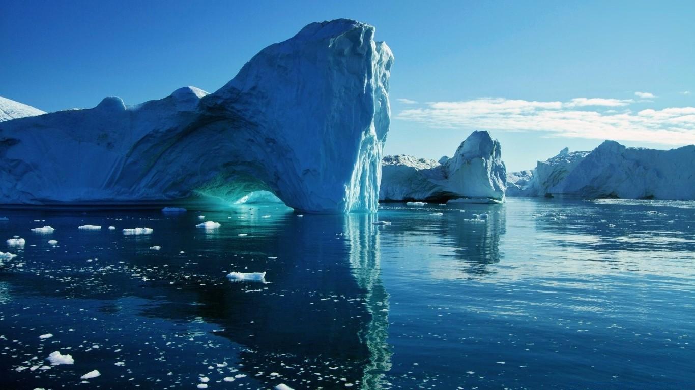 В Арктике начал разваливаться на куски самый толстый лед