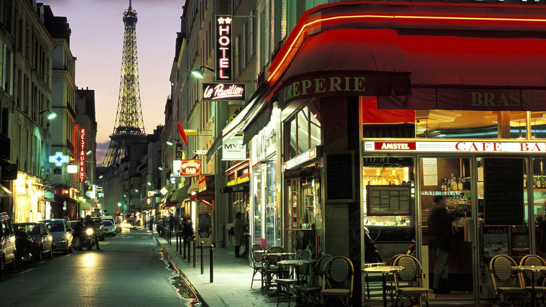 Парижанка была оштрафована за оставленную книгу на улице