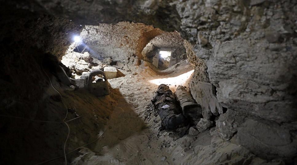 В центре Египта в подземной гробнице нашли 17 мумий