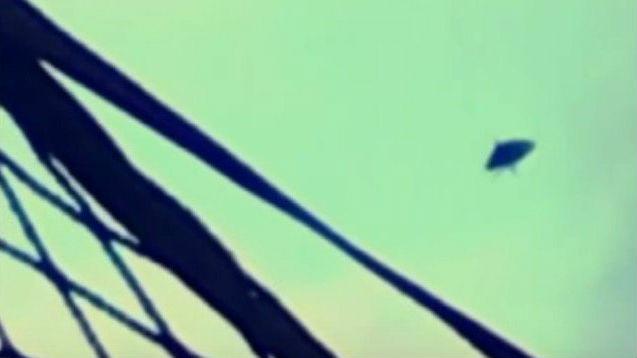 Житель Питтсбурга заснял НЛО, который попытался совершить посадку в городе