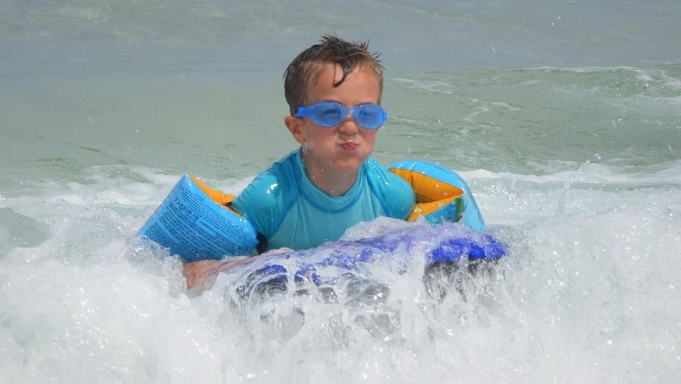 Чем отличаются детские очки для плавания?