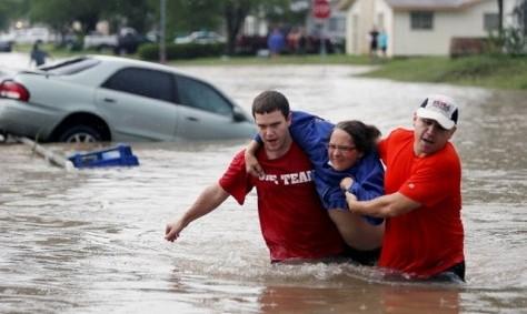 Техас: осадки не прекращаются, уровень воды в реках растет. 24 человека погибли