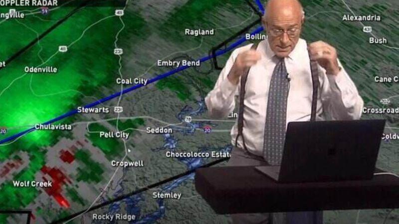 Метеоролог в прямом эфире узнал, что его дом снес торнадо: реакция ведущего удивила всех