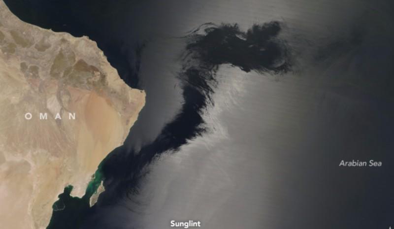 Спутник NASA заснял жуткие щупальца в Аравийском море