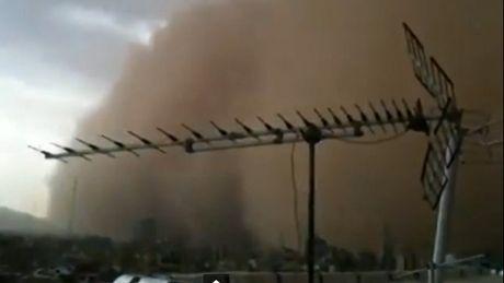Огромная песчаная буря обрушилась на Тегеран