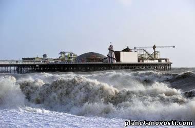 На Британию обрушился сильнейший шторм за 20 лет
