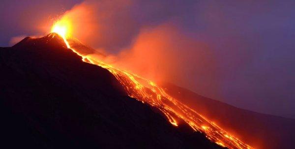 К извержению на вулкане Этна подключился юго-восточный кратер