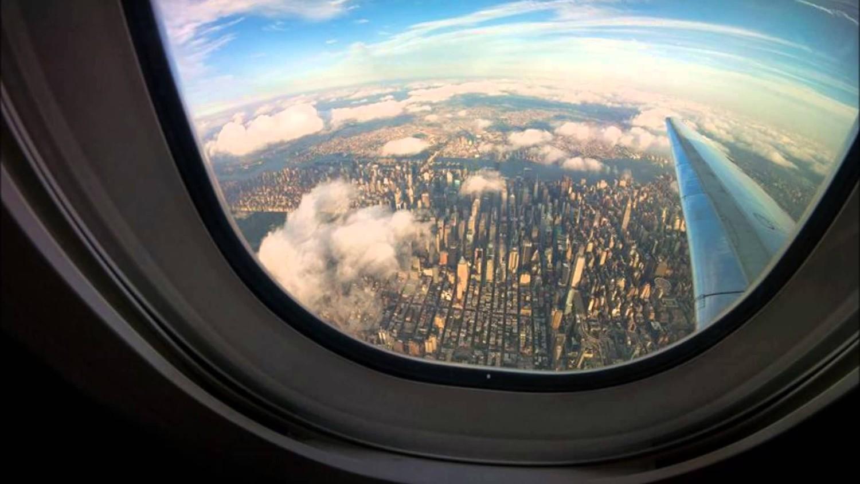 Почему окна в самолете круглые?