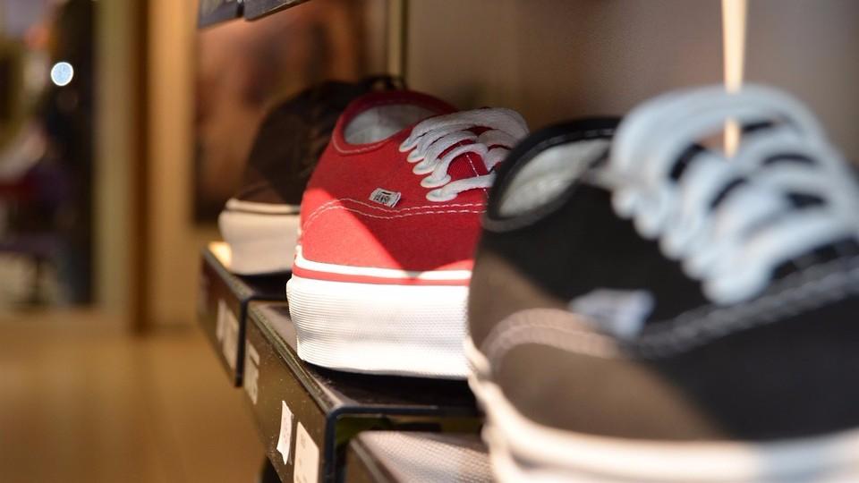 Полки для обуви от компании plastic-shop.in.ua — незаменимая вещь для каждой прихожей