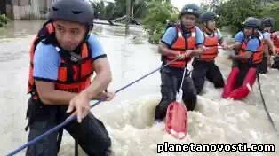 На Филиппины обрушились оползни и наводнения