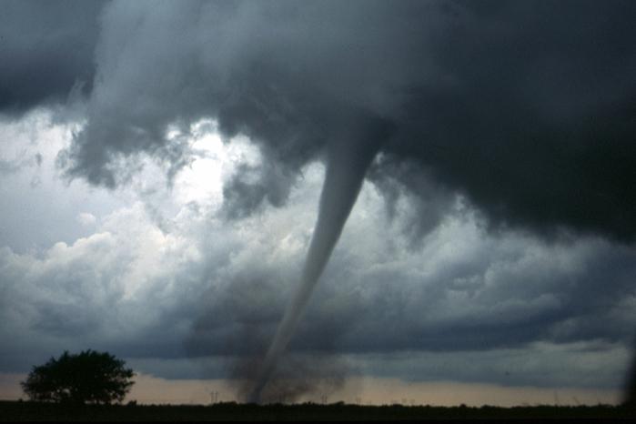 На Италию за один день обрушились пять торнадо