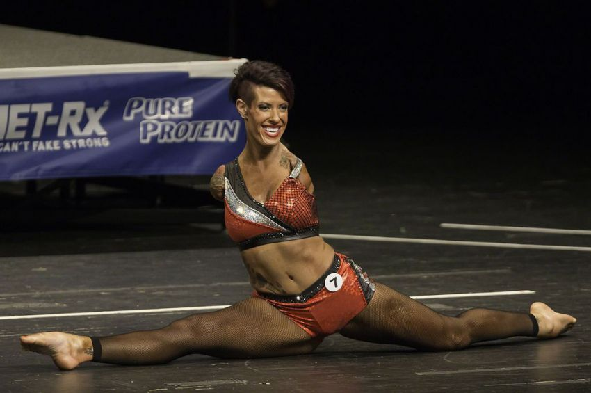 Женщина без рук, покорившая американский бодибилдинг (14 фото)