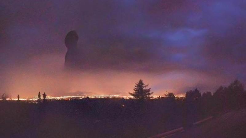 Над Аляской появился черный гигантский силуэт