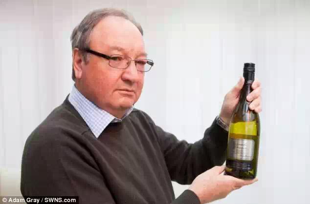Бизнесмен подарил теще вино с ядовитым пауком