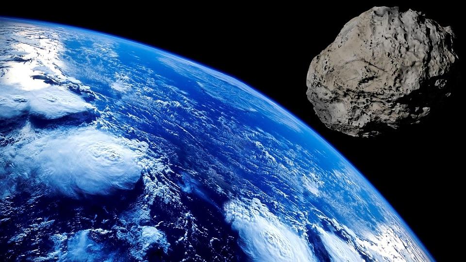 К Земле на огромной скорости летит гигантский астероид