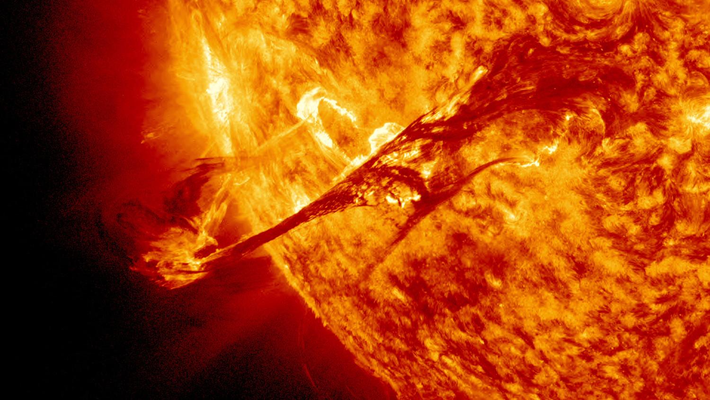 Очередная солнечная буря может вывести из строя спутники