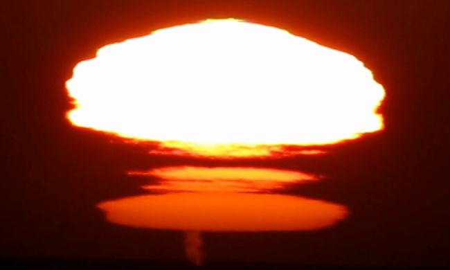 Жители США были напуганы появившимся на закате ядерным грибом