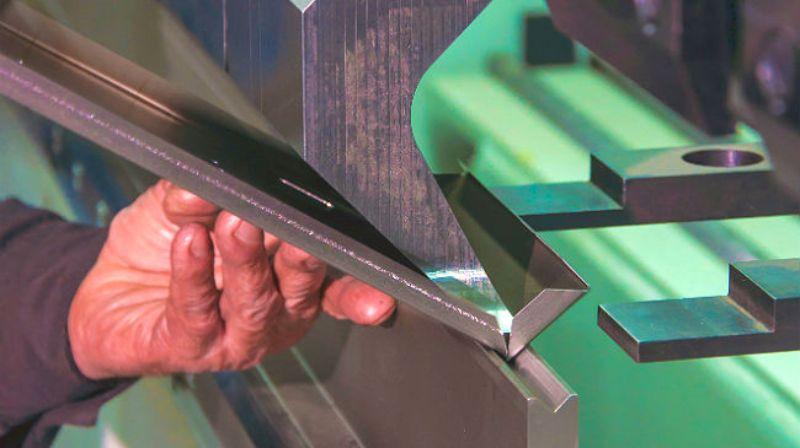 Гибка металла: преимущества, оборудование и этапы гибки