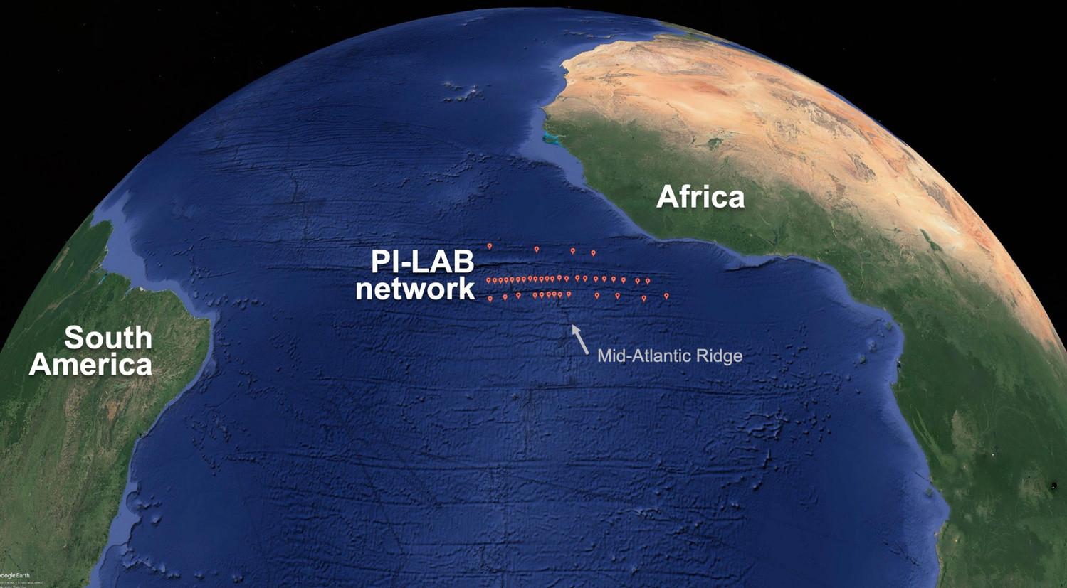 Северная и Южная Америка постепенно отдаляются от Евразии и Африки
