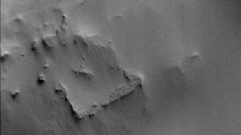 На Марсе обнаружили разрушенное здание