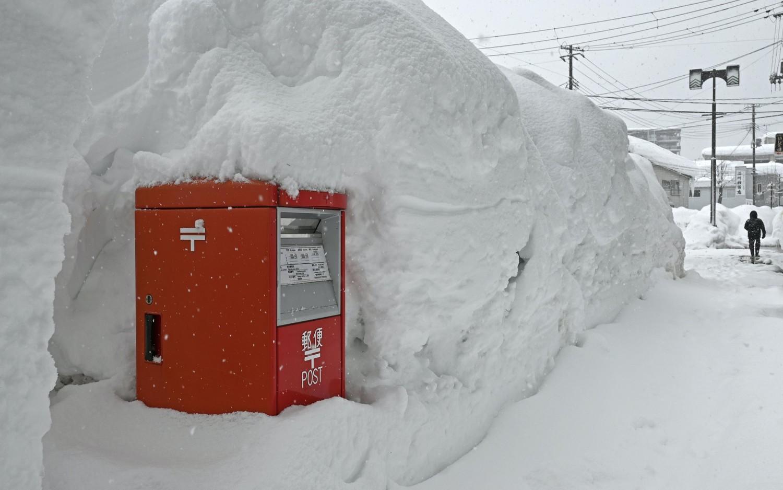 Аномальные снегопады в Японии: за сутки выпал метр снега