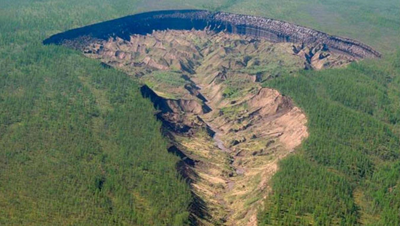 Гигантский кратер в Якутии продолжает расти