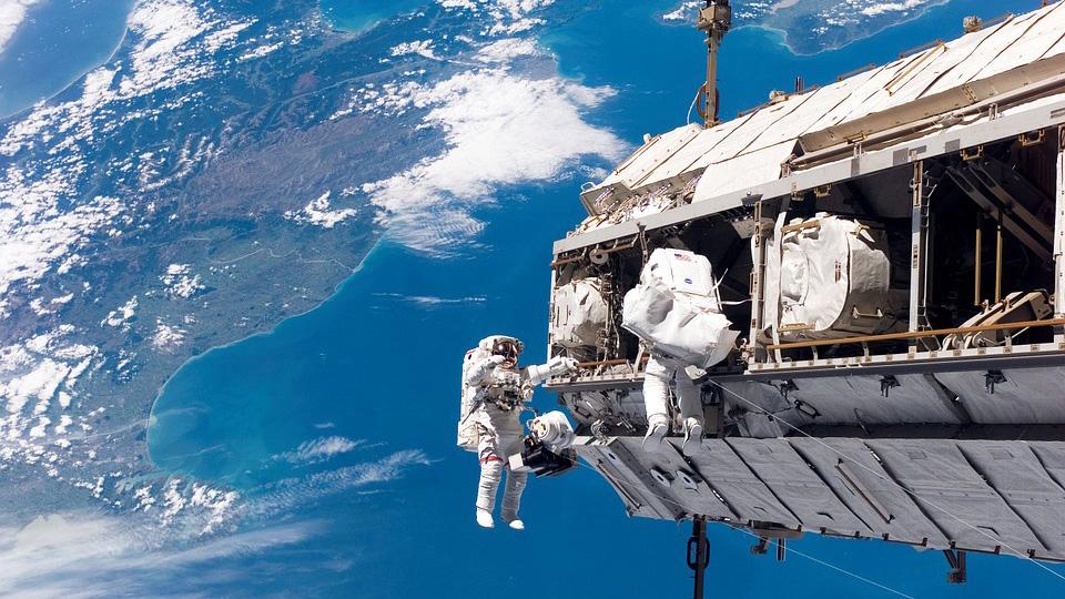 Сторонники плоской Земли заявили, что видео с МКС не настоящие