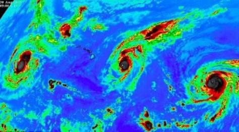 Три ураганы четвертой категории образовались одновременно в Тихом океане