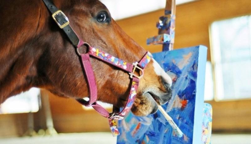 В штате Пенсильвания живет конь, который пишет картины
