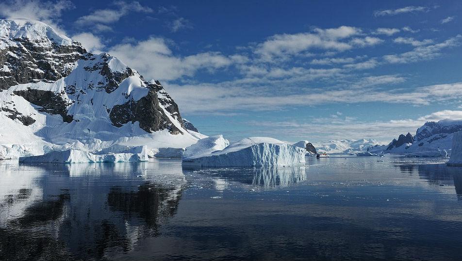 Ученые засекли странные лучи, исходящие из Антарктики