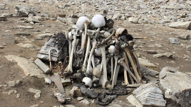 Анализ человеческих скелетов, найденных у гималайского озера, озадачил ученых