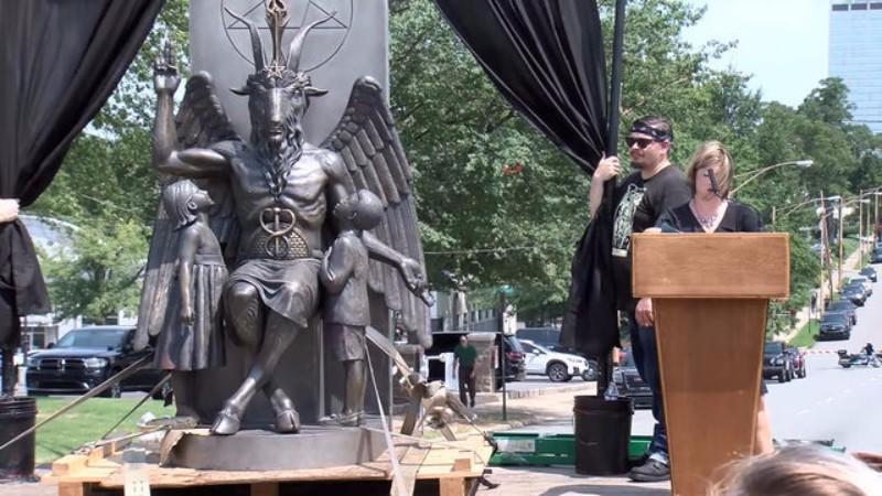 В Арканзасе установили статую дьявола