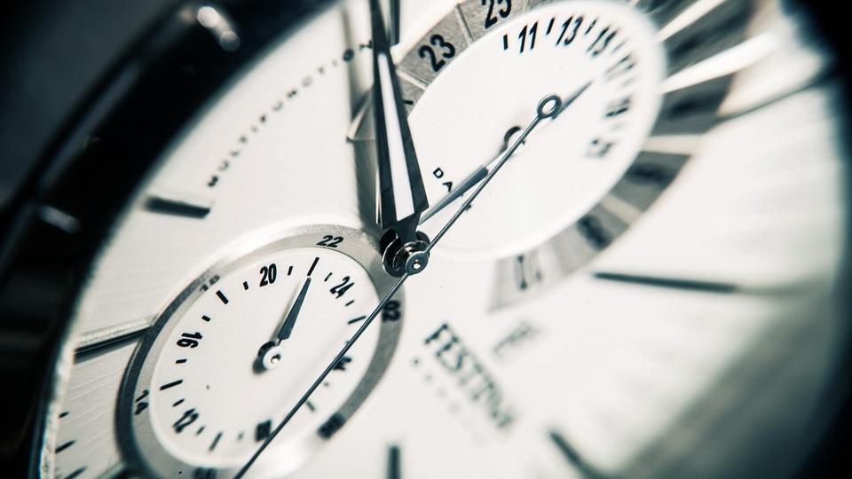 Ученые хотят сократить минуту на одну секунду: к чему это приведет